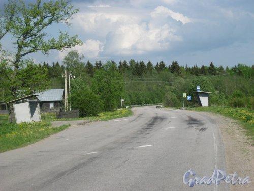 Лен. обл., Тосненский р-н, деревня Поги. Автобусные остановки. Фото 21 мая 2014 г.