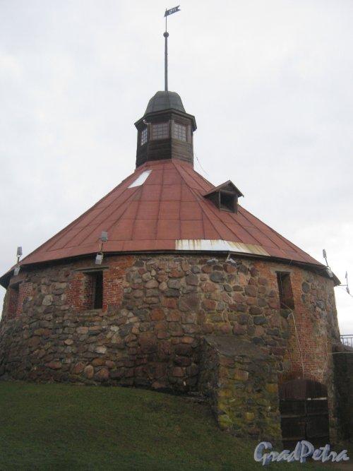 Лен. обл., Приозерский р-н, г. Приозерск, музей-крепость «Корела». Круглая воротная башня Ларса Торстенссона. Фото 22 декабря 2013 г.