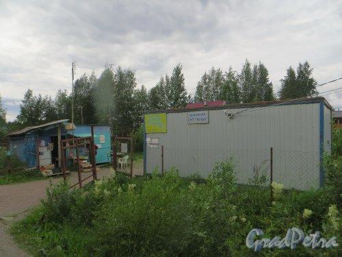 Ленинградская область. Выборгский район, садоводческий массив «Лейпясуо». Правление СНТ «Астра» и магазин. Фото 20 июля 2015 года.