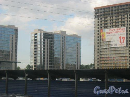 ЖК «Salut», 1-я очередь. Фрагмент. Вид с Пулковского шоссе. Фото 3 июня 2015 г.