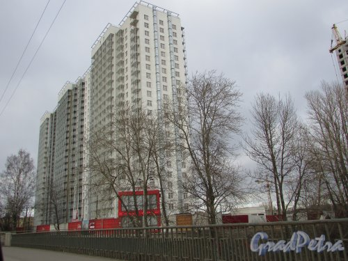 Жилой комплекс «ЗимаЛето». Строительство жилого дома со стороны проспекта Энергетиков (корпус №1). Фото 20 марта 2016 года.