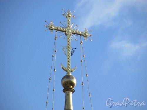 Лен. область, Ломоносовский район, деревня Гора Валдай. Крест на колокольне Свято-Троицкой церкви. Фото 9 апреля 2016 года.