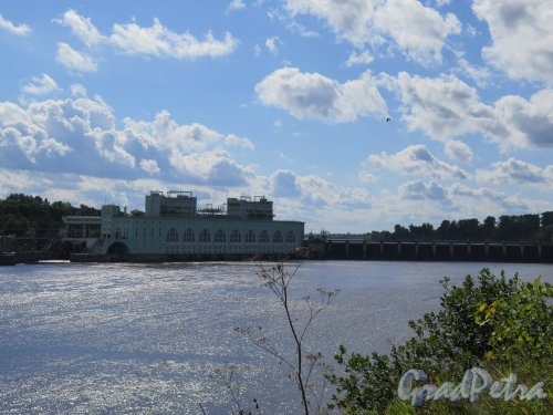 Река Волхов в пределах г. Волхов. Волховская ГЭС, 1921-1927. Общий вид комплекса.  фото август 2014 г.