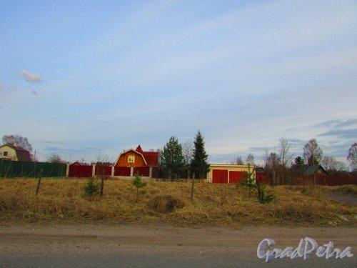 Лен область, Всеволожский район, Свердловское ГП, деревня Оранжерейка. Строения на территории населённого пункта. Фото 24 апреля 2016 года.