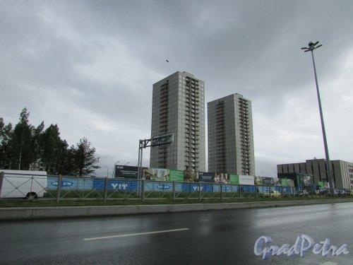 Жилые дома I очереди жилого комплекса «Новоорловский». Фото 8 июня 2016 года.