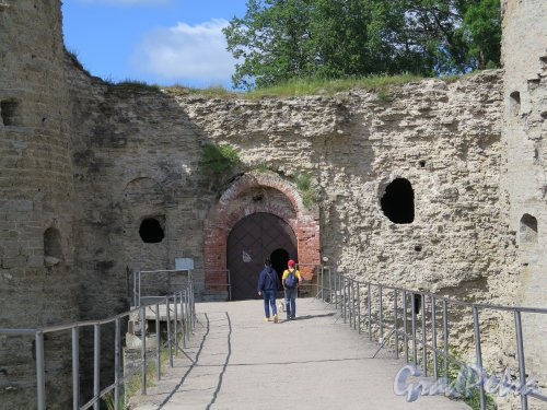 Копорская крепость, 13-18 вв. Вход в комплекс. фото июль 2015 г.
