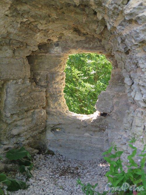 Копорская крепость, 13-18 вв. Вид через амбразуру. фото июль 2015 г.