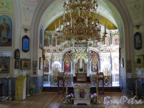 Церковь Николая Чудотворца в Котлах. Аналой и паперть. фото июль 2015 г.