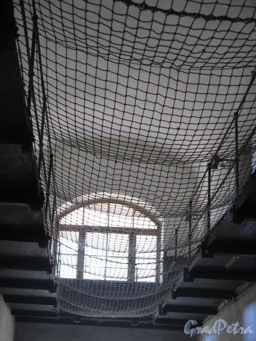 Шлиссельбург, г. Крепость Орешек. Новая (народовольческая) тюрьма. Защитная сетка. фото август 2015 г.