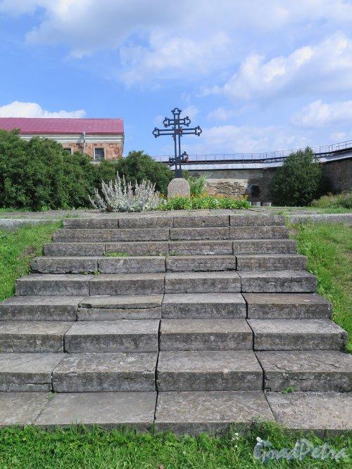 Шлиссельбург, г. Крепость Орешек. Могила русских солдат 1702 года. Общий вид. фото август 2015 г.