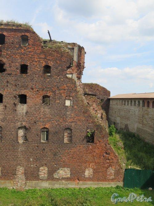 Шлиссельбург, г. Крепость Орешек. Надзирательский корпус. Фрагмент стены. фото август 2015 г