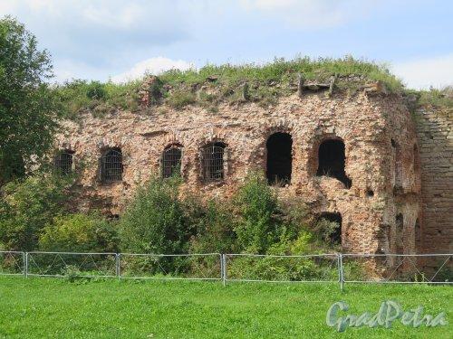 Шлиссельбург, г. Крепость Орешек. Развалины крепостной стены. фото август 2015 г.