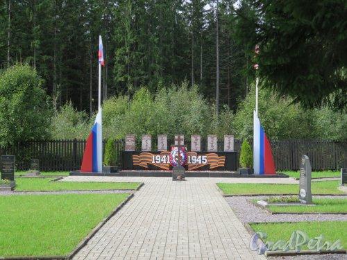 Пос. Агалатово. Воинское кладбище лётчиков у Приозерского шоссе. Мемориальная часть. фото октябрь 2016 г.
