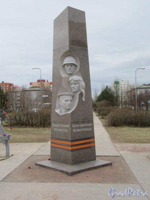 Южный микрорайон (Всеволожск). Аллея поколений. Памятник защитникам Отечества, установлен в 2015 г. фото апрель 2018 г.