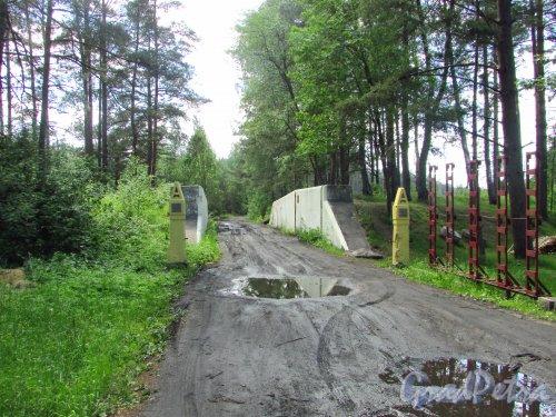 Железнодорожные ворота цитадели форта «Красная Горка». Фото 20 июня 2016 года.