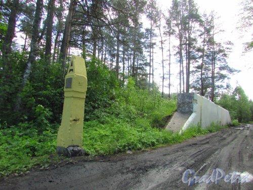 Фрагмент железнодорожных ворот цитадели форта «Красная Горка».  Фото 20 июня 2016 года.