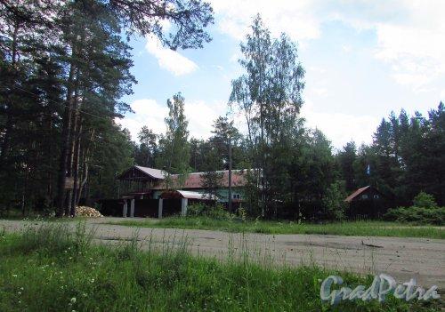 Строения рядом с железнодорожной станцией «Краснофлотск». Фото 20 июня 2016 года.