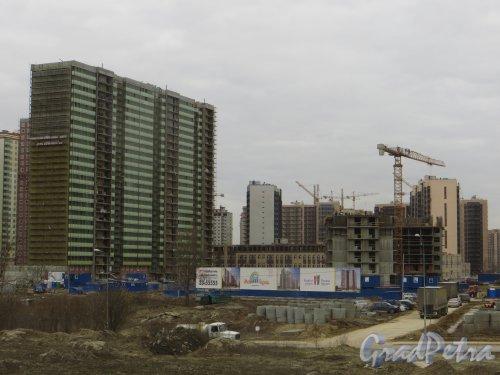 Лен. обл., Всеволожский р-н, г. Мурино. Вид на строительство  ЖК «Мой город». Фото 22 апреля 2015 г.