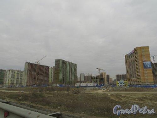 Лен. обл., Всеволожский р-н, г. Мурино. Вид на строительство жилых домов в районе Охтинской аллеи. Фото 22 апреля 2015 г.