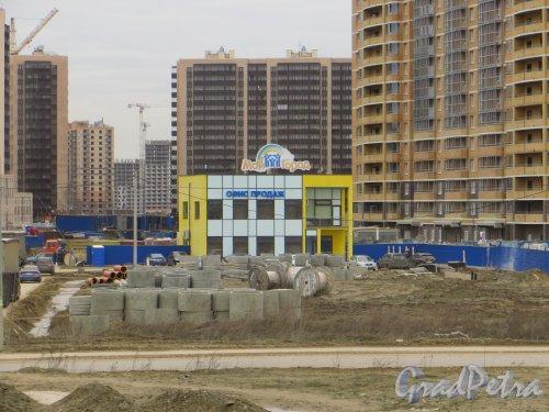 Лен. обл., Всеволожский р-н, г. Мурино. Офис продаж  ЖК «Мой город». Фото 22 апреля 2015 г.