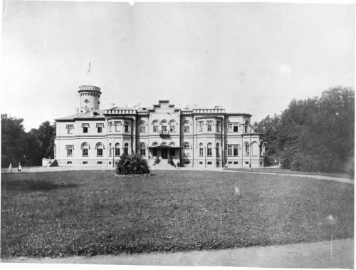 Усадьба «Гостилицы». Парадный фасад дворца