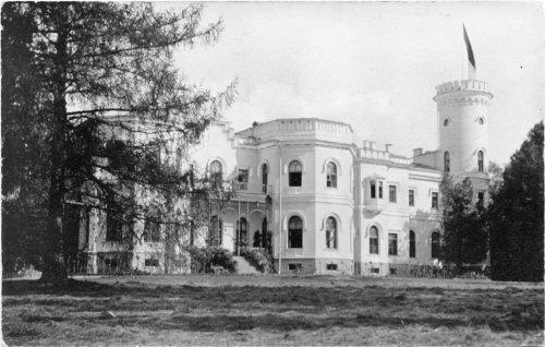 Усадьба «Гостилицы». Фасад дворца со стороны парка