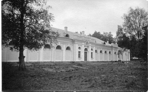 Усадьба «Гостилицы». Конюшня. Фото начала XIX в.