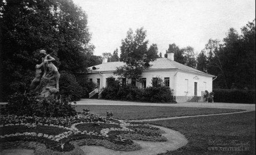 Усадьба «Гостилицы». Дом садовника (Оранжерея). Фото начала XIX в.