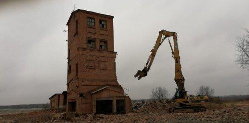 Снос зданий Никольского кирпичного завода. Фото 26 ноября 2019 года