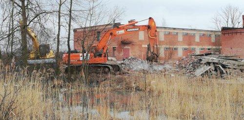 Снос зданий Никольского кирпичного завода. Фото 21 декабря 2020 года