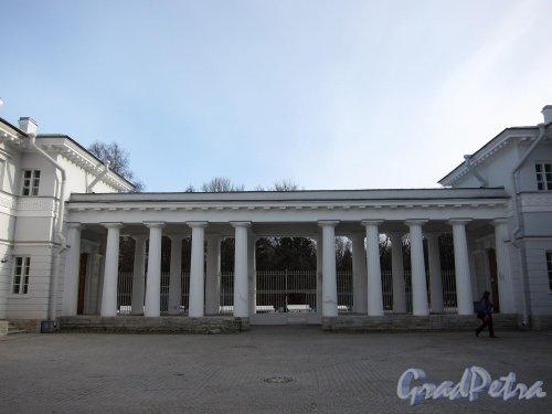 Елагин остров, д. 6. Елагиноостровский дворец. Конюшенный корпус. фото апрель 2011 г.