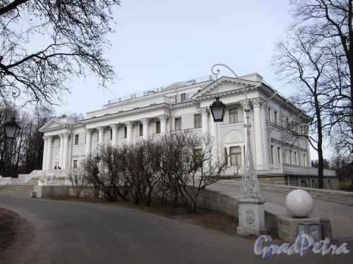 Елагин остров, д. 4. Елагиноостровский дворец. Фото апрель 2011 г.