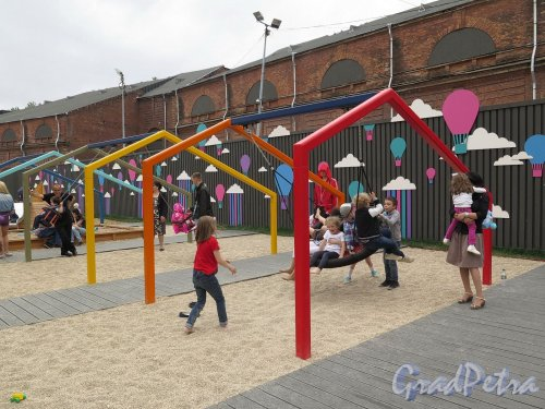 Остров Новая Голландия. Игровая площадка для малышей. фото июль 2017 г.