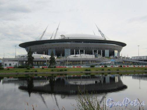 Стадион «Газпром Арена». Вид со стороны Гребного канала и стрелки Крестовского острова. фото июнь 2018 г.