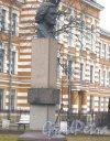 г. Петергоф, памятник Рубинштейну А.Г. (бюст) в сквере между Калининской ул. и Санкт-Петербургским пр. Фото 27 марта 2014 г.
