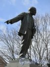 Памятник В.И. Ленину на Пр. Обуховской обороны, 51 у Объединения «Невский завод» им. В. И. Ленина. Анфас. фото апрель 2015 г.