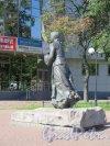 Памятник «Охтенка» в саду «Нева» у д. 8 по шоссе Революции, 2003, ск. В.Д. Свешников, Я.Я. Нейман, арх. С.М. Короленко, В.И. Морозов. Вид со спины. фото август 2015 г.