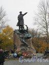 Памятник Адмиралу С.О. Макарову. ск. Л.В. Шервуд. 1913. Адрес: г. Кронштадт, Якорная пл. Общий вид. фото ноябрь 2015 г.