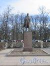 Памятник Ленину в Приозерске, 1965, ск. П.М. Криворуцкий. Адрес: Призерск, Центральная площадь. Общий вид. фото март 2016 г.