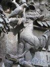 Памятник И.А. Крылову в Летнем Саду. Скульптурная группа на пьедестале по мотиву басни «Кукушка и Петух». фото июнь 2016 г.