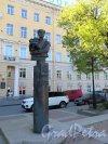 памятник А.А. Бетанкуру в Обуховском сквере, 2003, ск. В.Э. Горевой, арх. В.В. Попов и Ю.А. Никитин. Общий вид. фото июнь 2017 г.