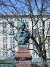 Памятник-бюст Петру 1 на Петровской наб., 1875, ск. П.П. Забелло. Голова Петра. фото апрель 2018 г.