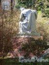 памятник Ленину В.И., Адрес: Ботанический сад, ск. С.Д. Меркуров, 1930-е. Вид со спины. фото май 2018 г.