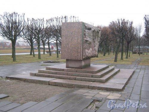 Памятный знак, приуроченный к 100-летию со дня рождения В.И. Ленина и изготовленный к открытию Южно-Приморского парка. Фото февраль 2014 г.