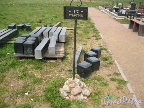 г. Пушкин, Кузьминское кладбище. 1/2-й участок. Указатель. Фото 5 мая 2014 г.
