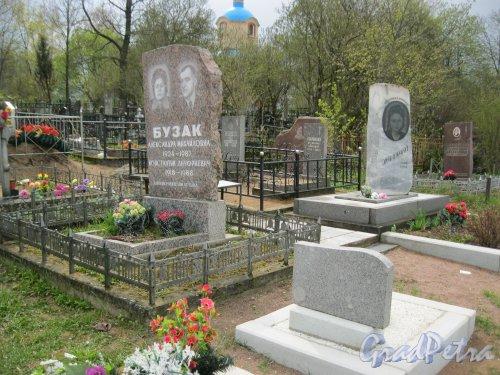 г. Пушкин, Кузьминское кладбище. Захоронение А.М. и К.А. Бузак. Фото 5 мая 2014 г.
