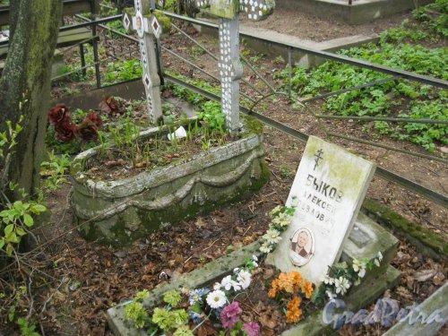 г. Пушкин, Кузьминское кладбище. Могила А.П. Быкова. Фото 5 мая 2014 г.