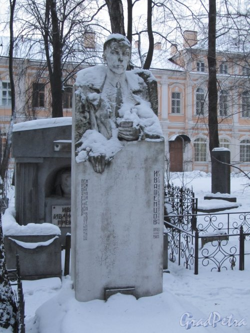 Внутреннее кладбище Александро-Невской Лавры («Коммунистическая площадка»). Могила Профессора Г. А. Ивашенцова. Фото 7 февраля 2012 года.