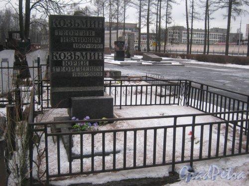 Захоронение Г.И. и Ю.Г. Козьминых на Богословском кладбище. Фото февраль 2014 г.