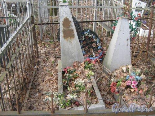 г. Ломоносов, Мартышкинское кладбище. Одно из захоронений. Фото 7 марта 2014 г.